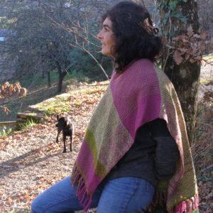 Ruana couleur verte et fushia, 100% laine Taille: M